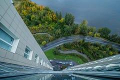 Visión abajo desde el rascacielos Imagenes de archivo