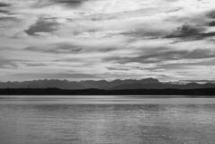 Visión alpestre desde el lago Starnberg foto de archivo