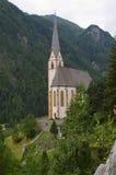 Visión asombrosa sobre la pequeña ciudad de Heiligenblut con Grossglock Imagen de archivo libre de regalías