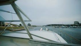 Visión cercana en las cabinas del capitán almacen de metraje de vídeo