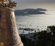 Visión con la campana de Buda grande en Phuket Foto de archivo libre de regalías