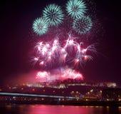 Visión con los fuegos artificiales en el castillo en 2013 Imagen de archivo libre de regalías
