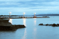 Visión costera desde Ramon Magsaysay Park en la ciudad Filipinas de Davao Imágenes de archivo libres de regalías
