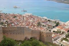 Visión de arriba hacia abajo desde el castillo de Palamidi, Nafplio, Peloponeso, Grecia fotos de archivo