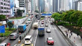 Visión de arriba - lapso de época del tráfico en Hong Kong Freeway ocupado metrajes