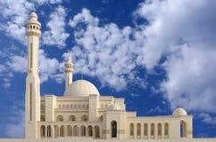 Visión de conjunto de la mezquita Bahrein de Fateh del Al, mirando el nanovatio Imagen de archivo libre de regalías