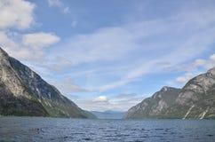 Visión desde el agua en naerofjord Imagenes de archivo