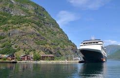 Visión desde el agua en naerofjord Fotografía de archivo