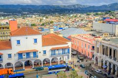Visión desde el aire a la ciudad cubana vieja foto de archivo libre de regalías