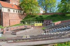 Visión desde el amphitheatre para el castillo de los obispos de Warmian en Olsztyn en Polonia fotografía de archivo