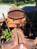 Visión desde el asiento de Ford Motor Crawler antiguo, Sayward, A.C. fotos de archivo