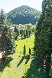 Visión desde el balcón del patio en el monasterio Bulgaria de Troyan Fotografía de archivo libre de regalías
