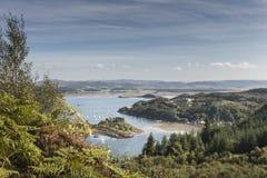 Visión desde el bosque de Crinan en Escocia Imagenes de archivo