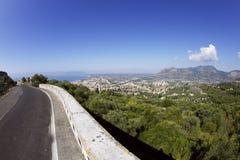 Visión desde el camino en la colina de Terracina imágenes de archivo libres de regalías
