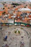 Visión desde el campanario de Brujas y de Grote Markt Imágenes de archivo libres de regalías