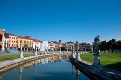 Visión desde el canal en Padua Imagen de archivo libre de regalías