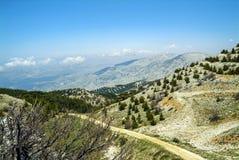 Visión desde el canto de las montañas de la reserva de la biosfera de Shouf, Líbano de la cumbre imagen de archivo libre de regalías