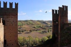 Visión desde el castillo del castillo Arquato imagen de archivo libre de regalías