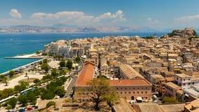 Visión desde el castillo a la Corfú-ciudad Imagenes de archivo