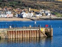 Visión desde el Cobb - el Lyme Regis imagen de archivo libre de regalías