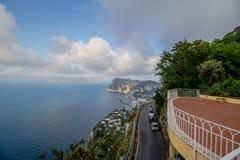 Visión desde el hotel San Micaela en Anacapri en la primavera soleada, Capri, Italia fotografía de archivo