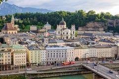 Visión desde el Kapuzinerkloster - la Salzburg Imagen de archivo