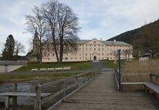 Visión desde el lago a la abadía de Ossiach Fotografía de archivo libre de regalías
