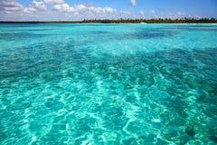 Visión desde el mar del Caribe en Dominican de la costa foto de archivo