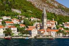 Visión desde el mar en Perast, bahía de Kotor, Montenegro Fotos de archivo