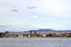 Visión desde el mar a Oslo y al fiordo de Oslo noruega imagen de archivo
