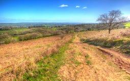 Visión desde el negro abajo de la colina más alta de las colinas Somerset de Mendip en HDR colorido Imagen de archivo libre de regalías