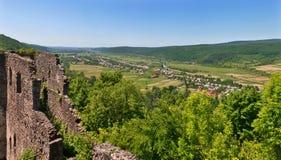 Visión desde el panorama del castillo de Nevytsky Foto de archivo libre de regalías