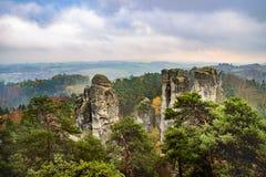 Visión desde el paraíso checo o bohemio cesky del raj - - Bohemia - República Checa imagen de archivo