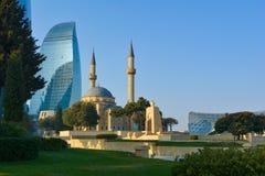 Visión desde el parque de la montaña en la mezquita Baku Azerbaijan Imagen de archivo libre de regalías