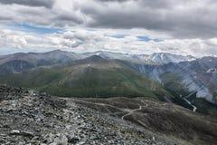 Visión desde el paso de montaña de Karaturek Foto de archivo libre de regalías