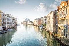 Visión desde el puente de Accademia en Grand Canal en Venecia fotografía de archivo libre de regalías
