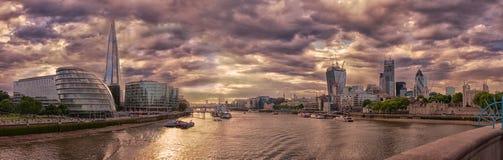 Visión desde el puente de la torre, Londres Foto de archivo