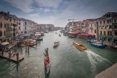 Visión desde el puente de Rialto fotos de archivo libres de regalías
