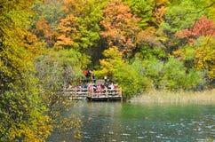 Visión desde el río en el parque nacional de Jiuzhaigou, China fotos de archivo libres de regalías
