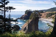 Visión desde el rastro de la roca del arco en Oregon imágenes de archivo libres de regalías