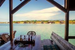 Visión desde el restaurante sobre la bahía cerca de Ulcinj, Montenegro Imagen de archivo libre de regalías