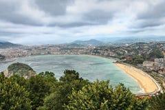 Visión desde el soporte Igeldo, pasando por alto la bahía y la ciudad San Sebastián españa Imagen de archivo