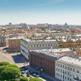 Visión desde el tejado de la casa en la ciudad vieja de St Petersburg Imágenes de archivo libres de regalías
