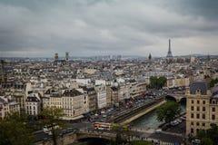Visión desde el tejado del Notre-Dame de Paris Imagenes de archivo
