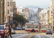 Visión desde el teleférico cuesta abajo en San Francisco Imágenes de archivo libres de regalías