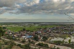 Visión desde el templo de Phnom Krom cerca de la ciudad de Siem Reap Imágenes de archivo libres de regalías
