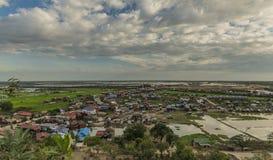 Visión desde el templo de Phnom Krom cerca de la ciudad de Siem Reap Imagenes de archivo