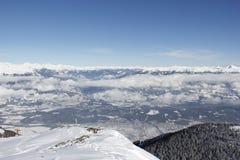 Visión desde el top de la esquina 2 del oro el 142m, Spittal, Carinthia, Austria abajo en el valle en invierno Fotografía de archivo