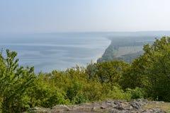 Visión desde el top del parque nacional de Stenshuvud en Suecia foto de archivo