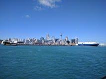 Visión desde el transbordador al centro de la ciudad de la ciudad de Auckland Fotos de archivo